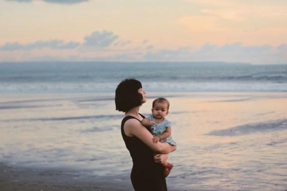 Menanti sunset di Pantai Batu Belig