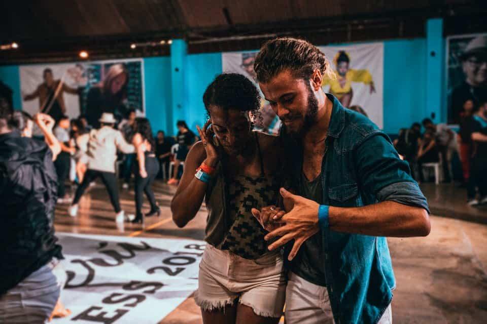 La Salsa et la Bachata, deux danses latines pleines de vitalité !