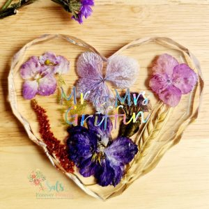 Personalised flower heart ornament with option to hang