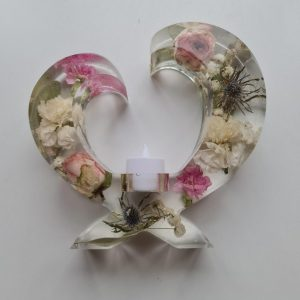Large Freestanding Resin Heart Tea Light Holder