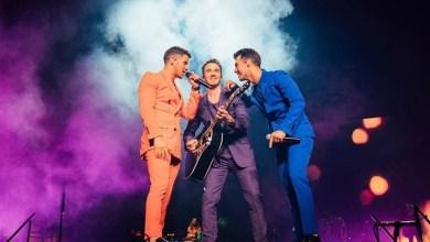 Photo of Así es cómo los Jonas Brothers celebraron el inicio de su gira en Miami