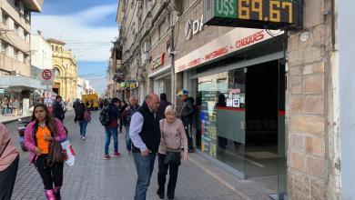 Photo of El dólar se vende a casi 70 pesos en Salta