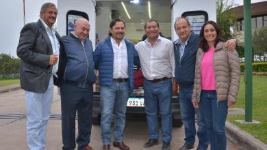 Photo of Sáenz entregó una ambulancia para el Área Operativa de Alto La Sierra