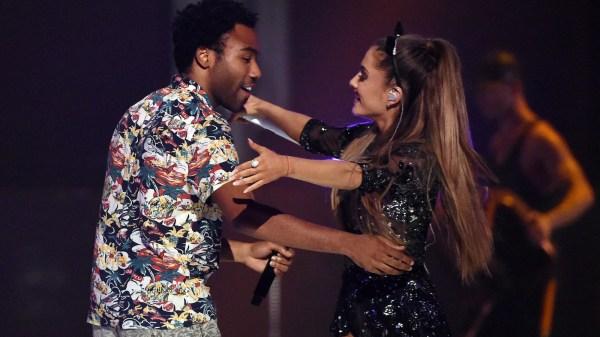 Donald Glover y Ariana Grande