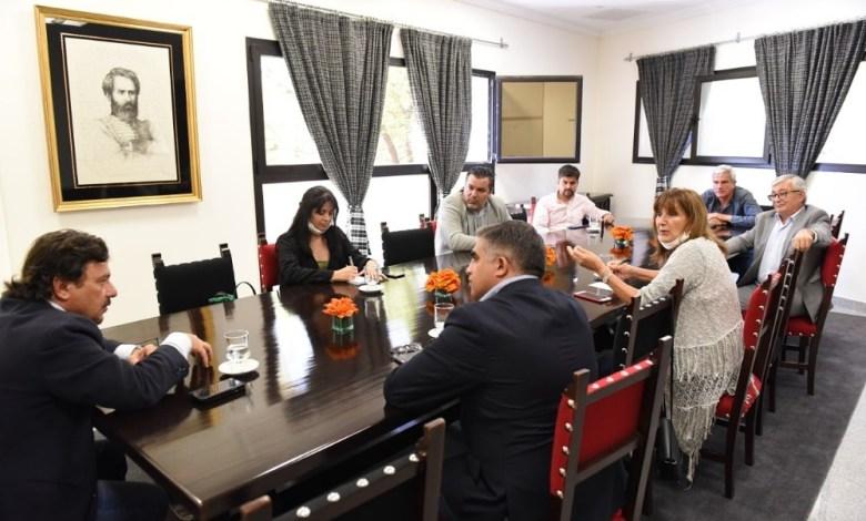 Gustavo Sáenz con diputados nacionales