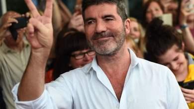 Photo of Simon Cowell vuelve a caminar después de sufrir una complicada cirugía