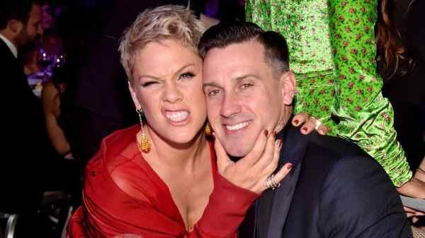 Pink y su marido