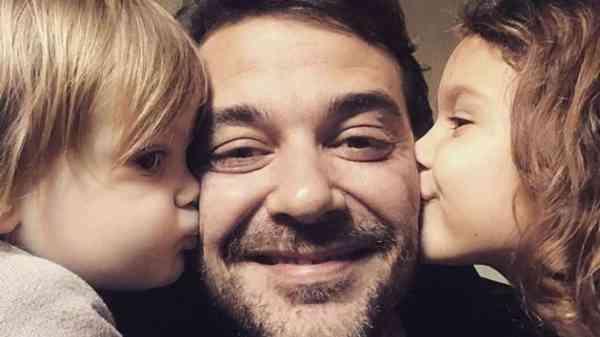 Pedro Alfonso con sus dos hijos mayores