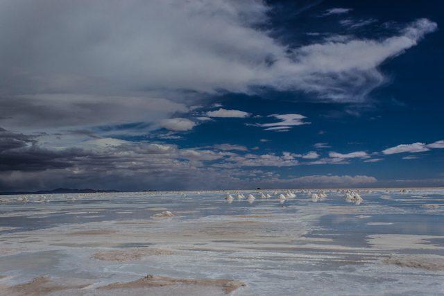 Salar de uyuni montones sal agua