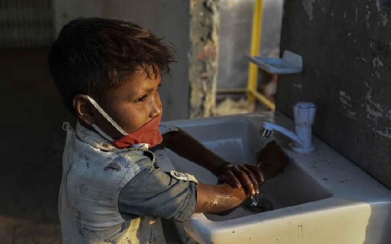 """ONU: """"potenciales estragos"""" de la pandemia en los menores de edad"""