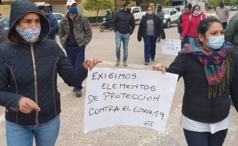 Gustavo Sáenz brilla por su ausencia en los Centros de Salud y Hospitales