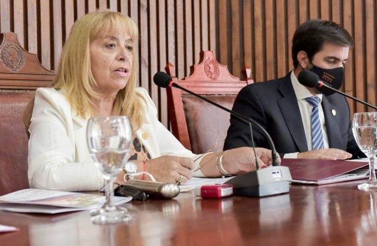 El Frente de Todos presidió la primera sesión del Concejo Deliberante capitalino Bettina Romero dio su discurso ante los y las ediles
