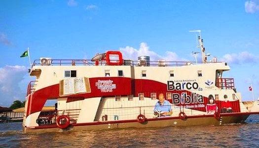 Barco distribuye 15 mil Biblias en comunidades de la selva amazónica de Brasil