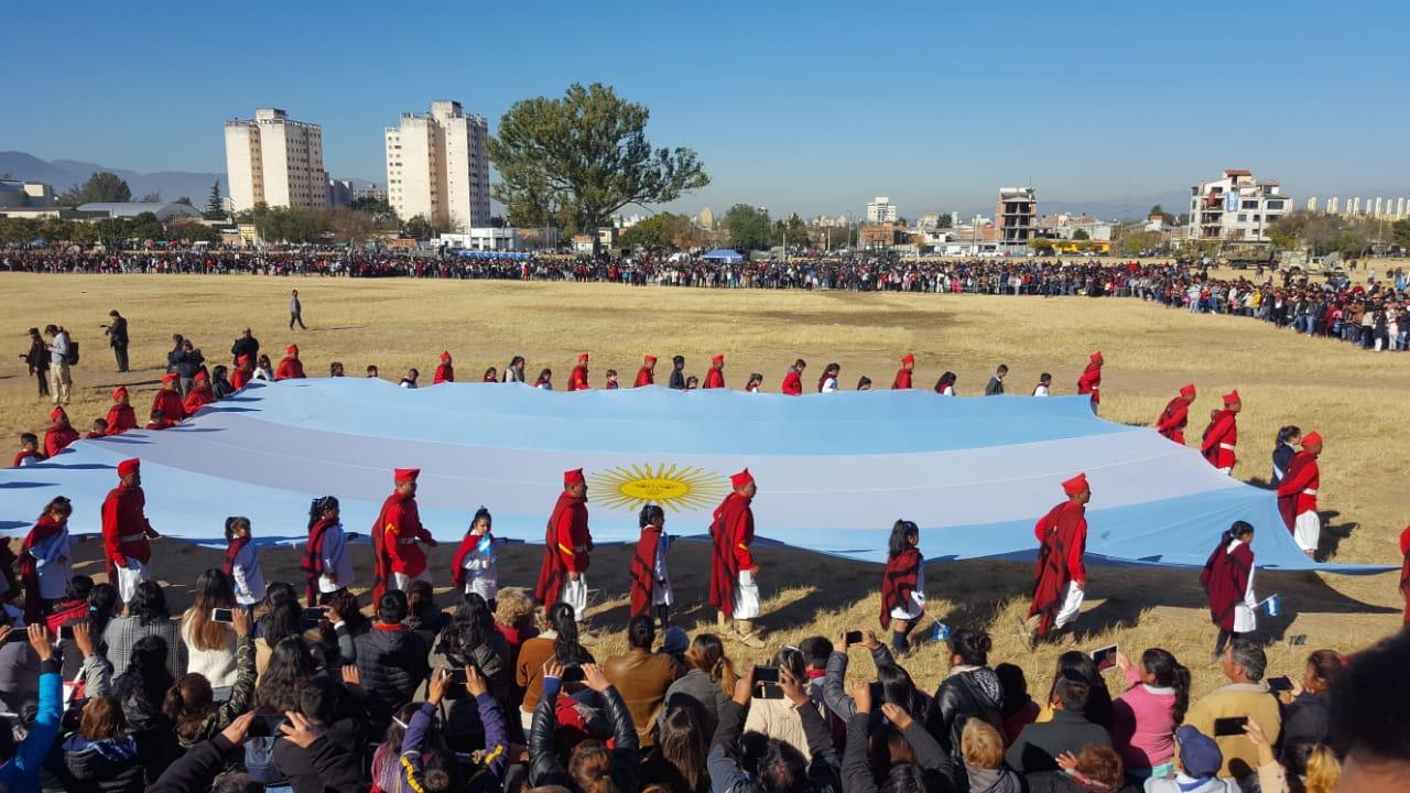 Un total de 2.800 alumnos salteños prometieron lealtad a la Bandera Argentina
