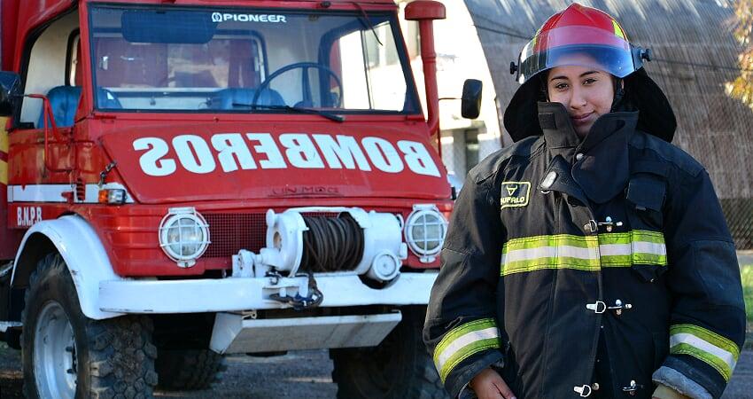 #OrgulloSalteño: Karen Gisell Calle, tiene 23 años y es la  maquinista y bombera de la Armada Argentina