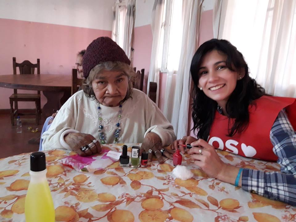 """Los voluntarios de """"Vos Amas"""" llevan adelante la campaña Soledad Cero"""