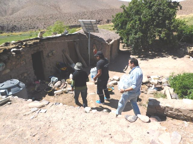 Reforzaron la entrega de agua a las familias damnificadas por el temporal en la Quebrada del Toro