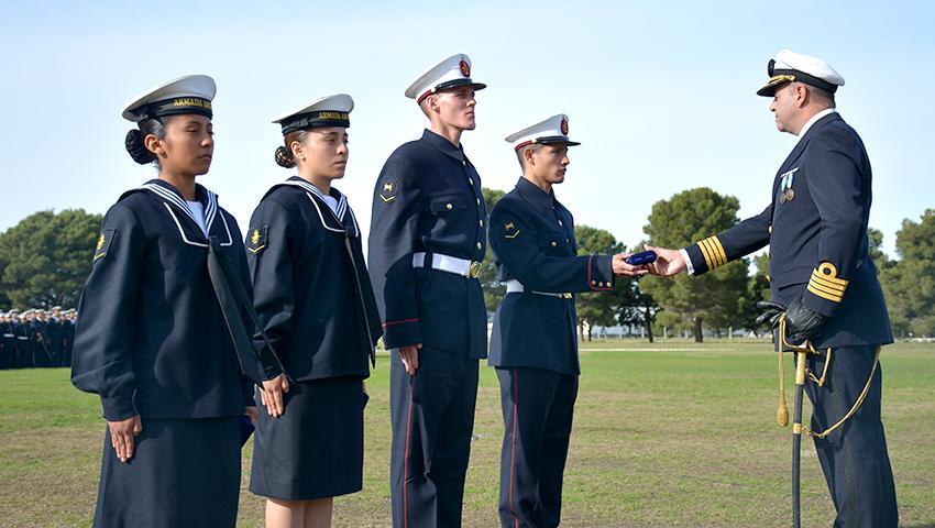 Marineros salteños egresan, juran Bandera y son distinguidos por sus méritos en la ARA