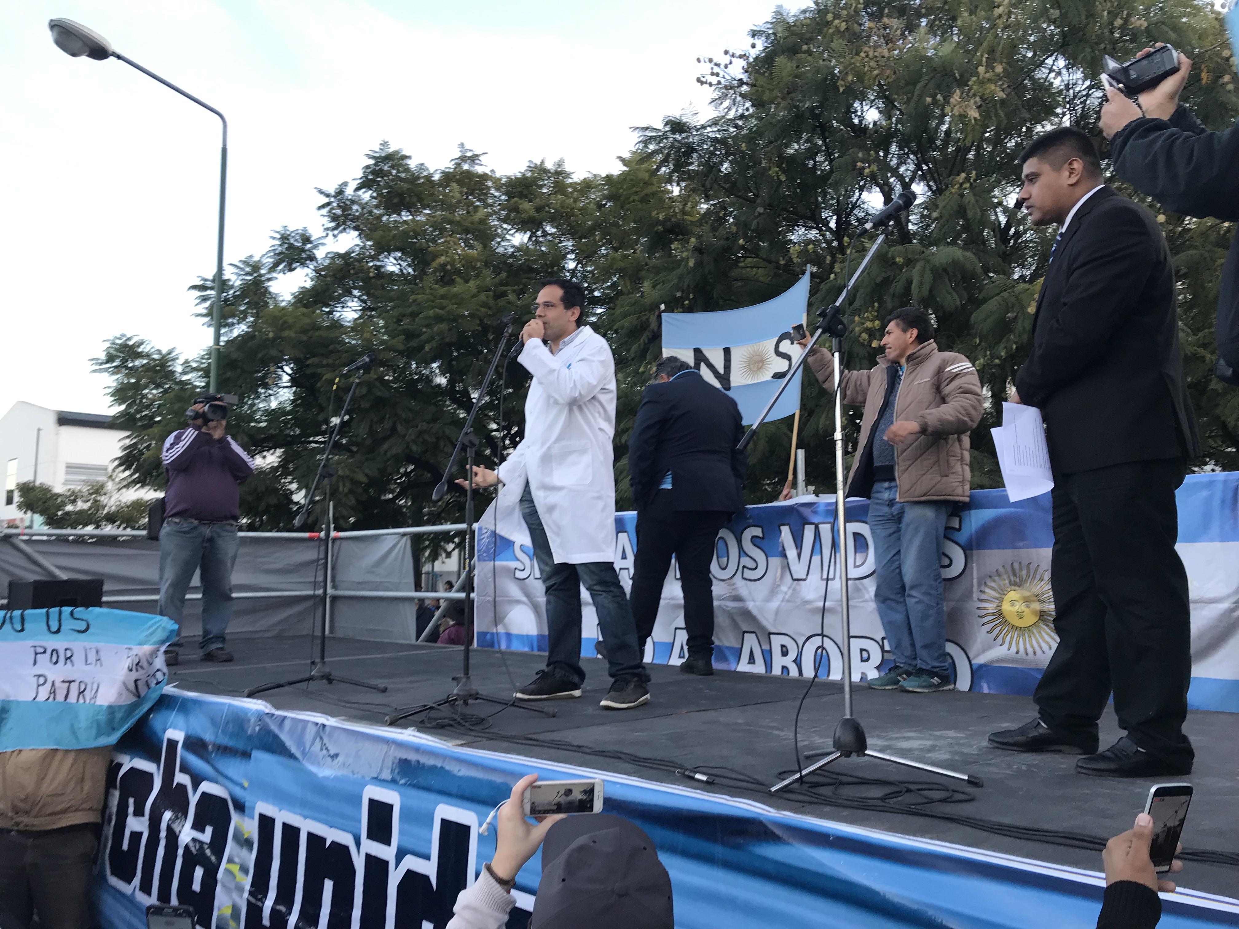 Cerca de 3 mil salteños marcharon en apoyo al médico Rodríguez Lastra y en rechazo al aborto