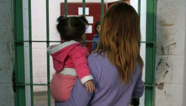 Campaña solidaria para los niños que crecen en la cárcel de mujeres