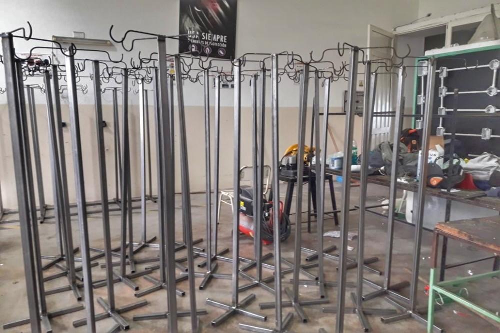 La Escuela Técnica de Campo Quijano fabricó portasueros metálicos