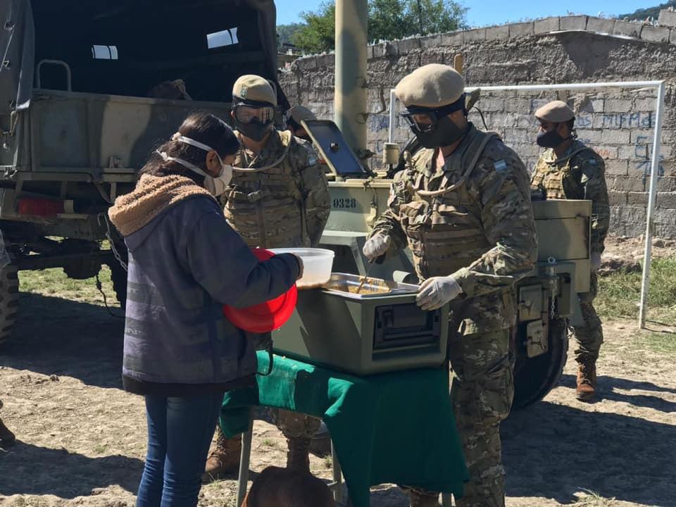 El Ejército Argentino entregó raciones de comida en barrio 15 de septiembre de Salta