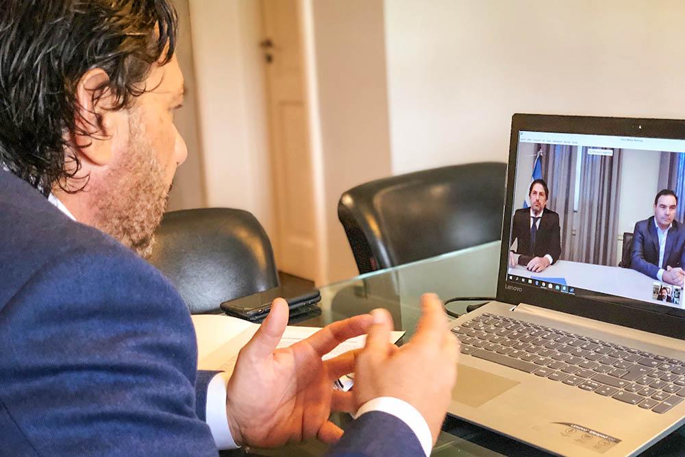 Sáenz firmó convenio con Nación para recibir equipamiento tecnológico destinado a estudiantes secundarios
