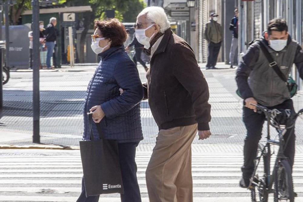 Salud Pública recomienda a personas mayores extremar las precauciones para COVID-19