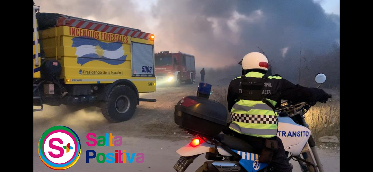 Intenso trabajo de Bomberos y Brigada Forestal para sofocar un incendio de pastizales en villa Lavalle