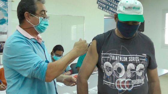Vacunan contra COVID-19 a pacientes con cardiopatías, diabetes tipo 2 y VIH