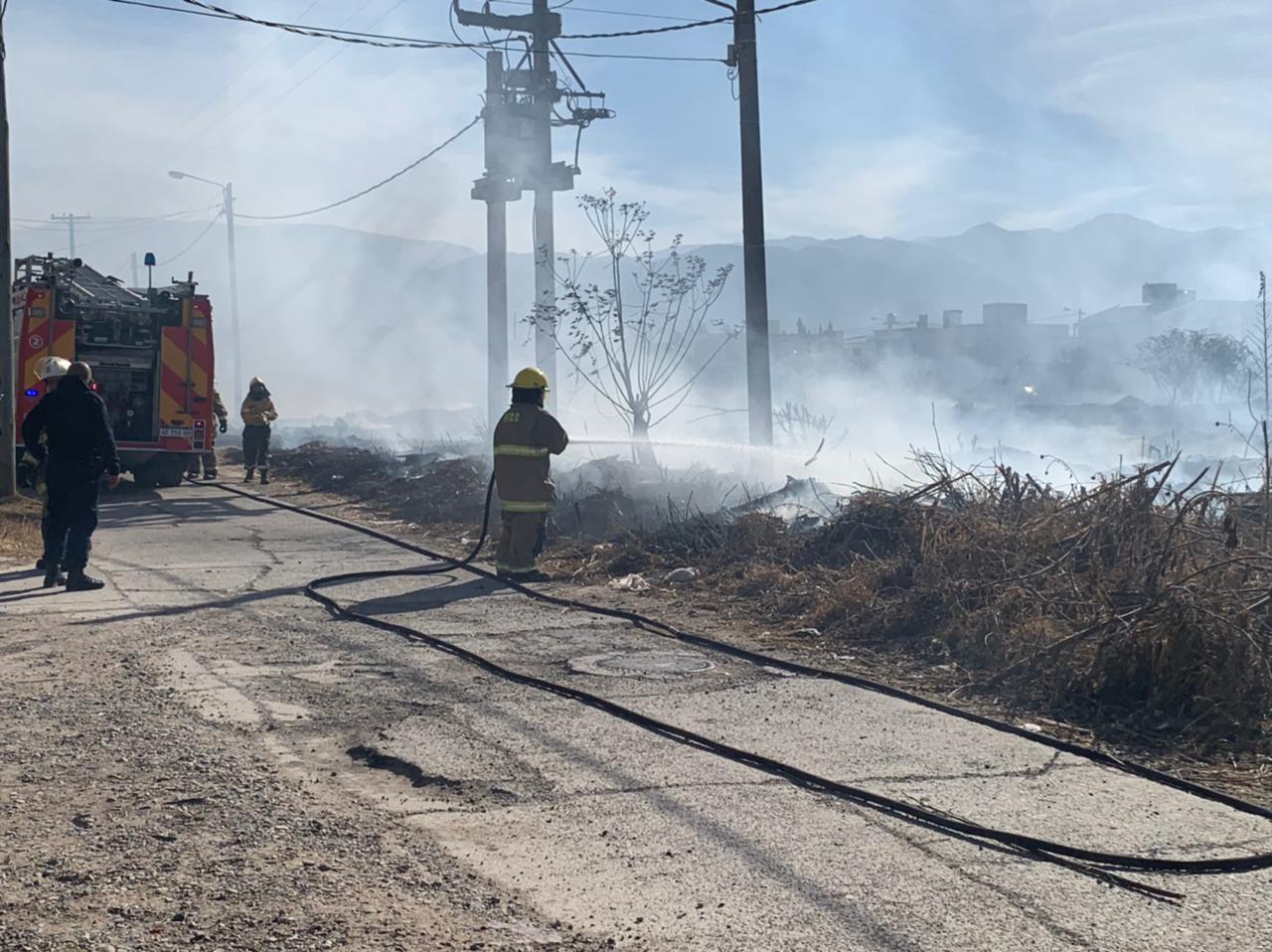 Incendio en el predio de Pereyra Rozas puso en vilo a vecinos de barrio Lamadrid