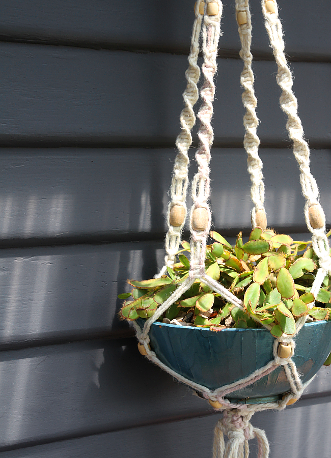 Macrame Plant Hanger | 10 Craft Project Ideas For Crafty People | Saltbush Avenue