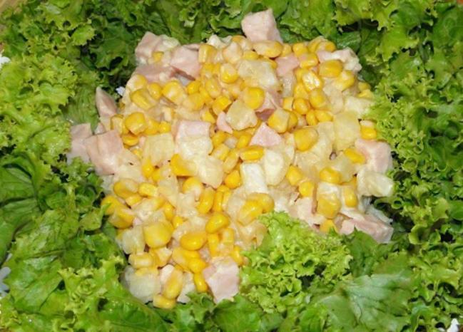 Salada de peito de peru, abacaxi e milho