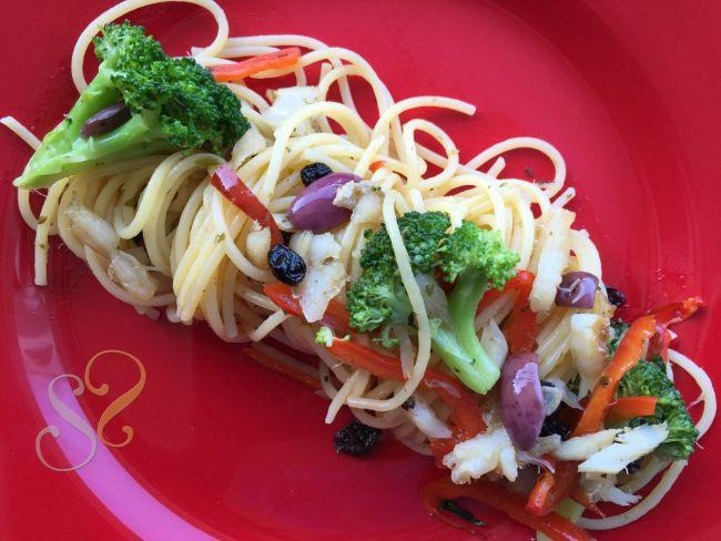 Espaghete com bacalhau, brócolis, etc…