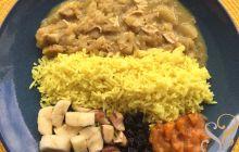 Frango ao curry com arroz basmati e outros acompanhamentos…