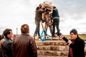 Garimpeiro-6-300x199 MONUMENTO: Inaugurado monumento em homenagem ao garimpeiro