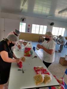 kit-2-225x300 Alunos recebem kit alimentação escolar