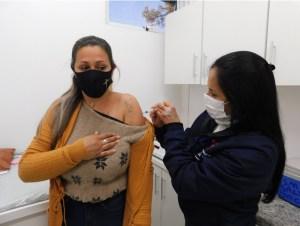 Vacina-25.-300x226 Ampliada vacinação contra Covid-19 para pessoas de 25 anos ou mais