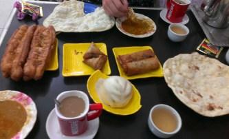 myanmar-breakfast-naan-dahl