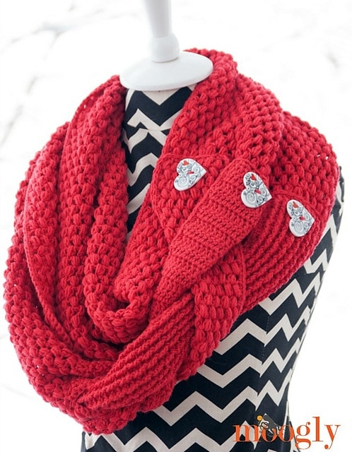 Madly In Love Cowl - Free Valentine Crochet Pattern Collection compiled by Salty Pearl Crochet