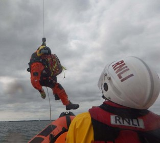 Rescue 175 and Cowes RNLI Inshore Lifeboat