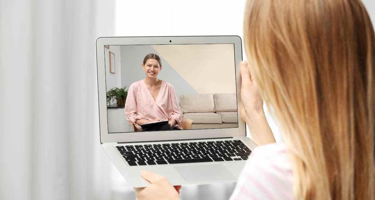 En qué consiste el servicio de Psicología Online: ventajas e incovenientes