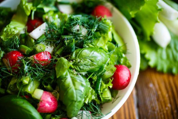 plato de verdura con albahaca