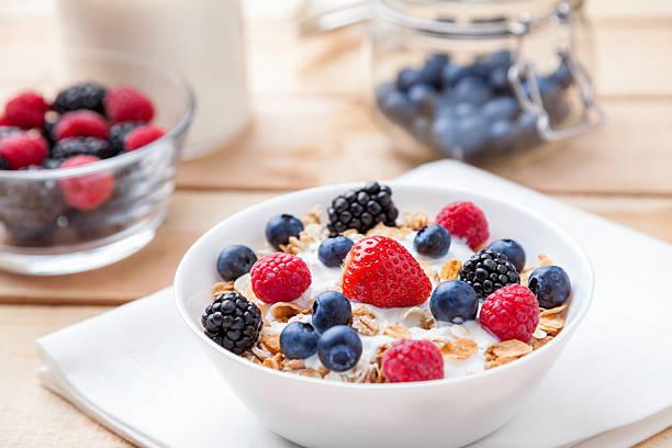 yogur con avena y fruta