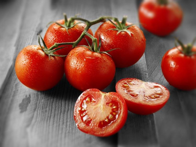 15 efectos secundarios graves de comer tomates en exceso