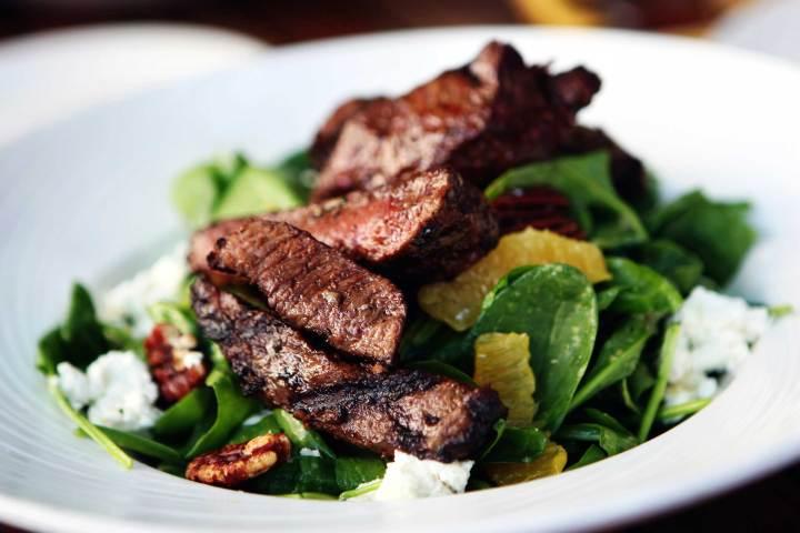 Comer comidas ricas en proteínas y evitar las comidas grasas