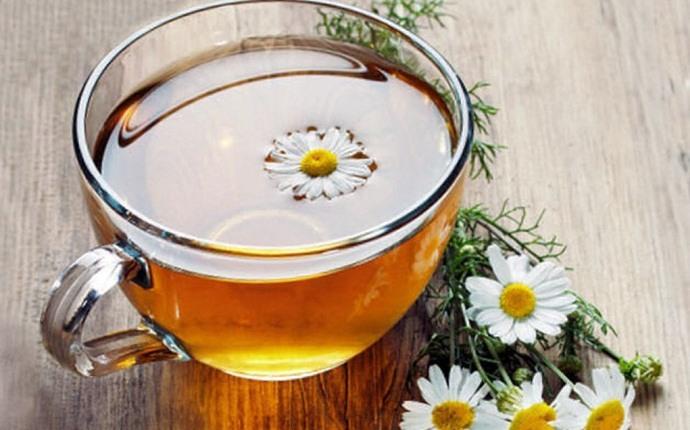Combinación de jengibre y té de manzanilla