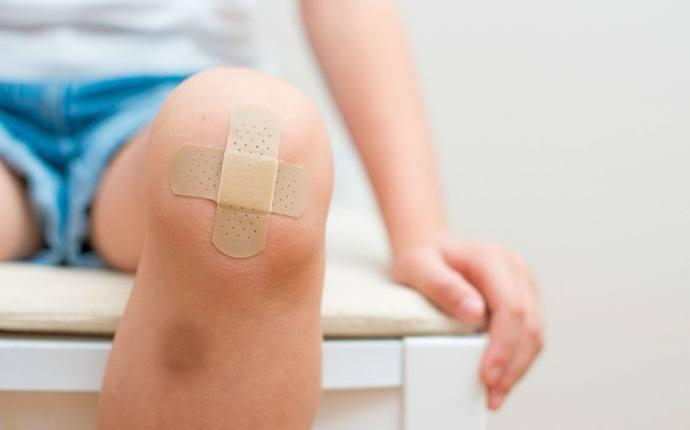 Inhibir el proceso de curación de heridas