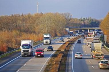 Теперь водительские права будут изъяты в случае нарушения ПДД с телефоном во время вождения.