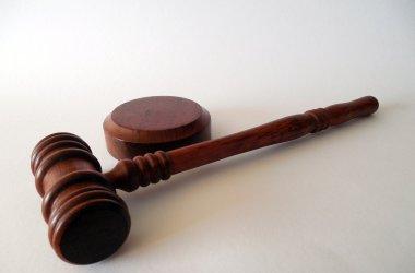 В Париже семь человек предстанут перед судом по делу об убийстве учителя.